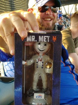 Met fan mr met bobblehead